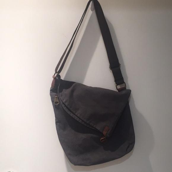 Gray messenger bag, crossbody